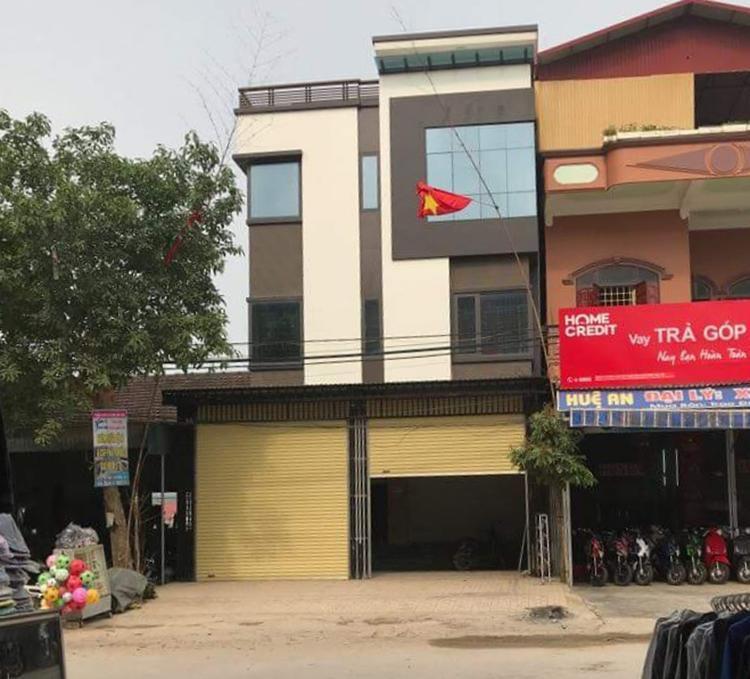 Ngôi nhà của chủ tiệm vàng luôn trong tình trạng khóa cửa.