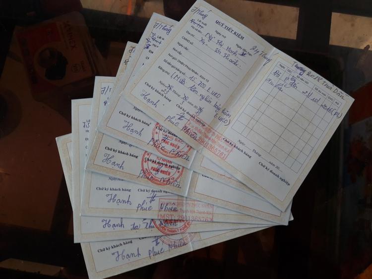 Cuốn sổ tiết kiệm được doanh nghiệp Phúc Nhiên phát cho người dân.