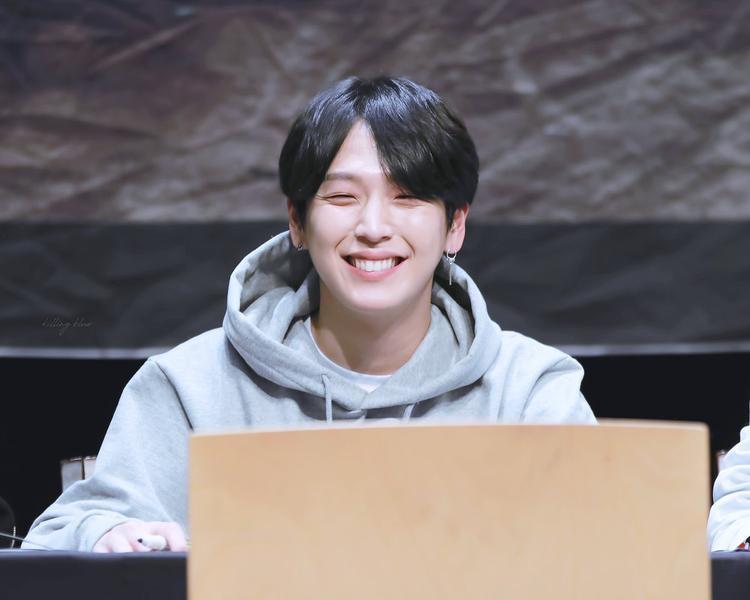"""Nam ca sĩ đã từng đăng ký thi vào SM Entertainment trước khi được TS Entertainment - công ty quản lí của B.A.P """"nhặt"""" về trên đường."""