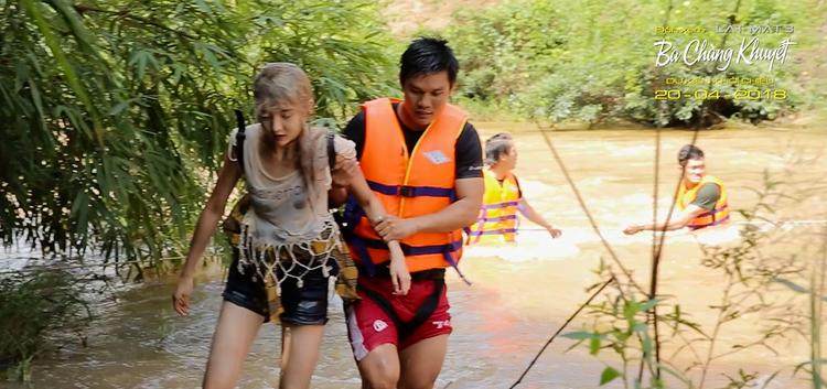 Nữ diễn viên người Thái gặp chấn thương khi quay cảnh rơi từ trên cao xuống thác nước.