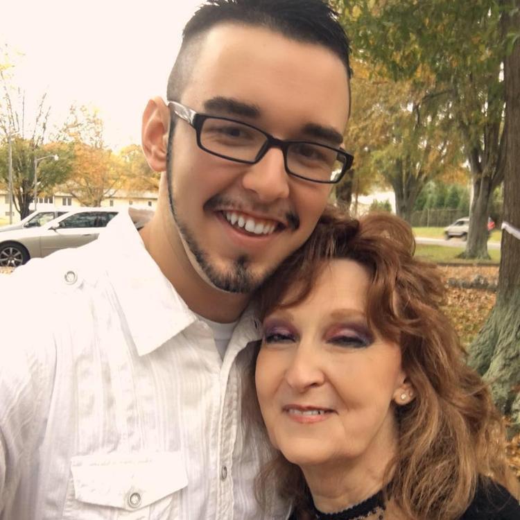 Cặp đôi vẫn đang hạnh phúc sau 2 năm chung sống và khẳng định chắc chắn sẽ ở bên nhau trọn đời. Ảnh: Gary Hardwick/Facebook