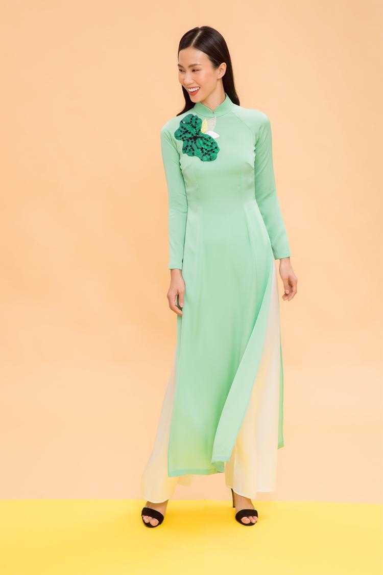 Áo dài, chỉ thay đổi kiểu dáng và chất liệu là người mặc đã có thể diện theo những phong cách khác nhau, vào những dịp khác nhau.