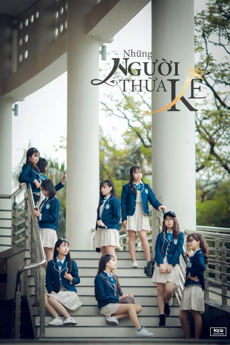 Mỗi nữ sinh khoác lên mình bộ đồng phục trẻ trung, năng động nhưng cũng rất bắt mắt như những học sinh Hàn Quốc.