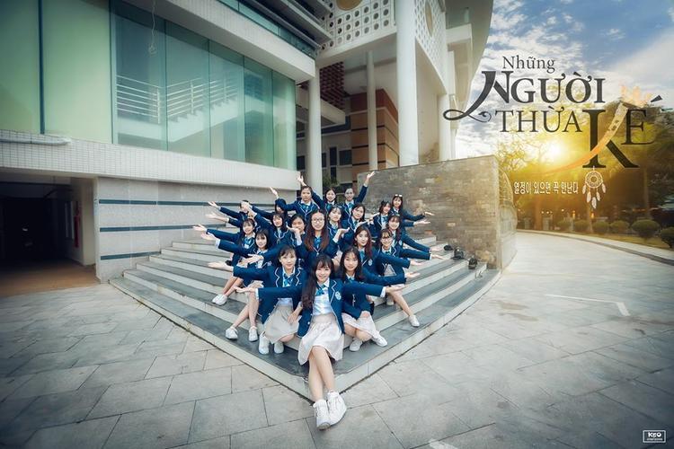 Những tấm hình lưu giữ từng khoảnh khắc đẹp của 41 bạn học sinh, để rồi mai xa nhau nhớ về nhau qua những tấm hình.