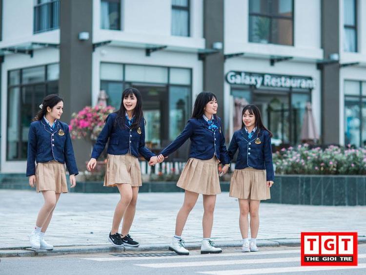 Địa điểm chụp bộ ảnh cũng tại Thư viện tỉnh Thanh Hóa, bến xe buýt và một số góc trong sân trường.