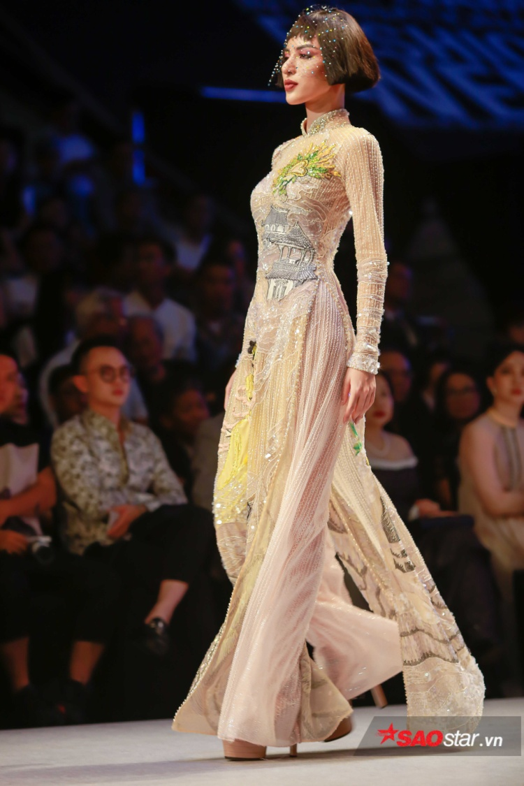 Dàn người mẫu trong show Công Trí cũng được để kiểu tóc ngắn, mái ngang, kết hợp cùng lúp voan hay nón đội đầu, nhằm gợi lại đúng hình tượng của Coco Chanel