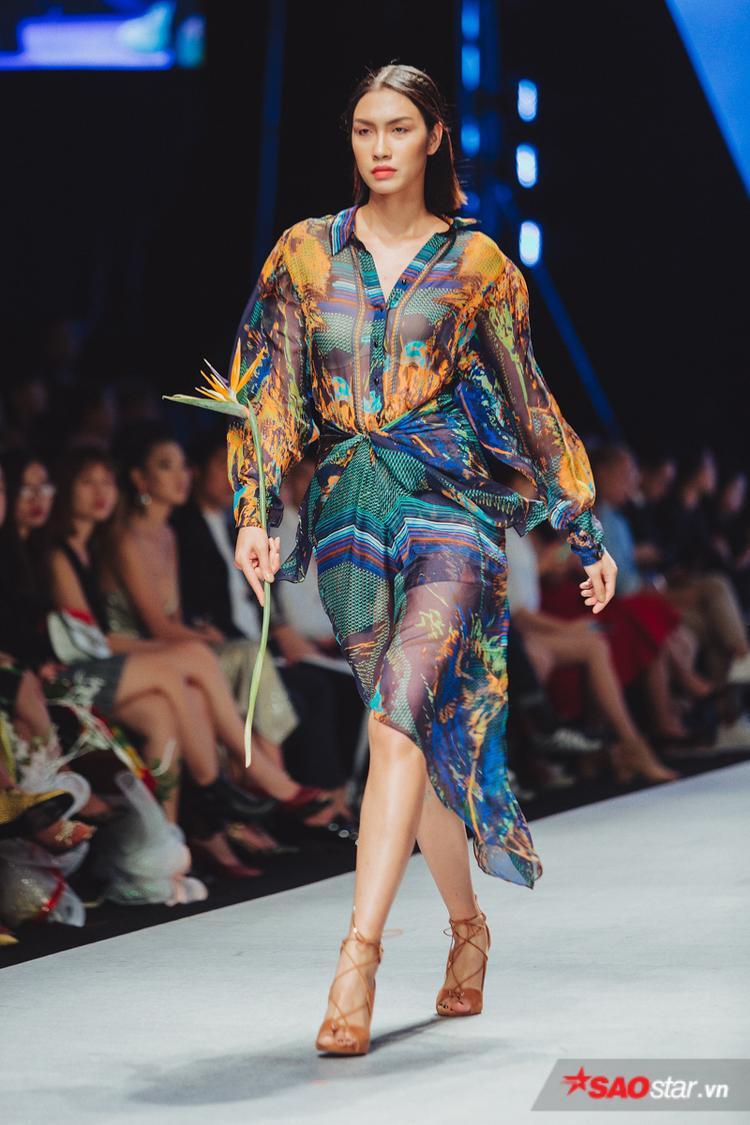 Những mẫu váy maxi nhiều màu sắc cũng được nhà mốt trình làng.