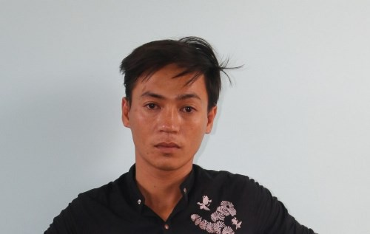 Đối tượng Phạm Anh Tuấn tại cơ quan điều tra. Ảnh: Báo Người Lao Động.