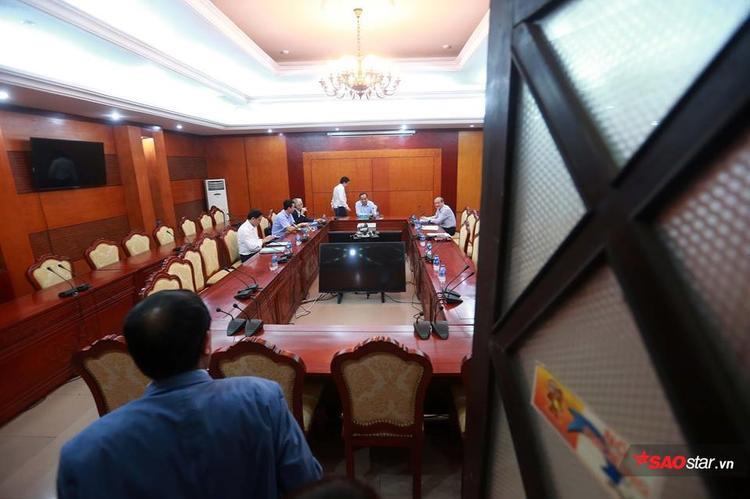 Cuộc họp ngày 18/4 chưa rõ kết quả ai là tác giả của chuyện ra tiêu chí bằng cử nhân.