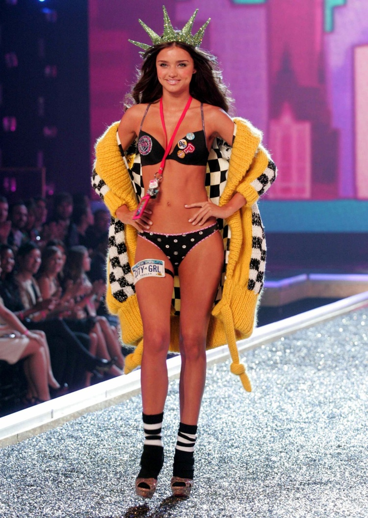 Nhật kí một ngày làm thiên thần Victorias Secret của Miranda Kerr: Hào nhoáng và đánh đổi!