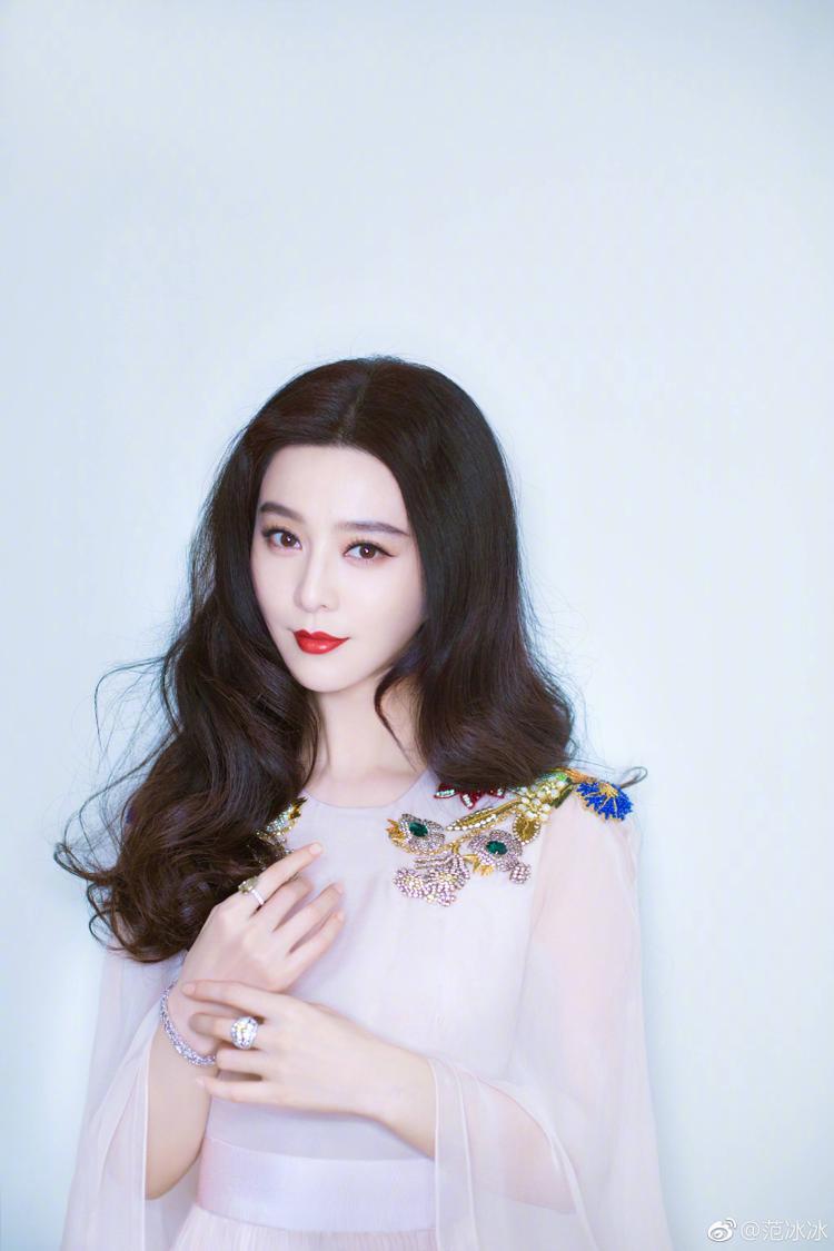 Showbiz Hoa Ngữ rúng động với hàng loạt tin đồn và scandal của 6 sao nữ hàng đầu làng giải trí