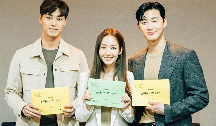 Chị em họ Park cùng Lee Tae Hwan.