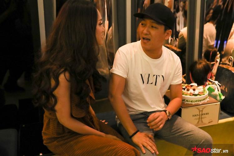 Nam danh hài được một phen bất ngờ trước tình cảm từ Hương Giang và e-kip.