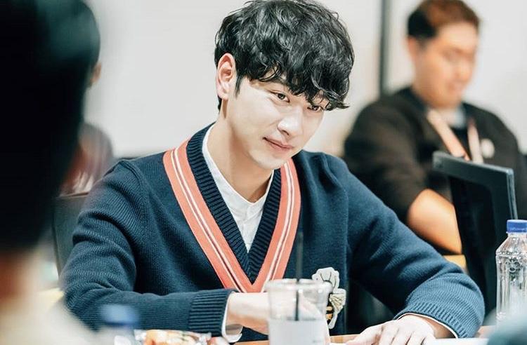 Ca sĩ thần tượng nhóm 2PM - Chan Sung.