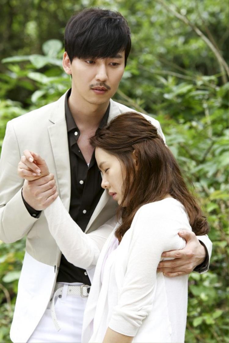 """""""Tài tử"""" Kim Nam Gil cùng Son Ye Jin trong phim truyền hình """"Shark"""" năm 2013."""