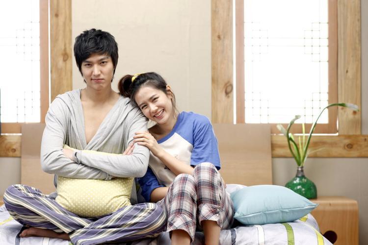 """Cậu chủ Go Jun Pyo lần đầu đóng cặp cùng """"tiền bối"""" trong phim """"Nàng ngốc và quân sư"""" năm 2010."""