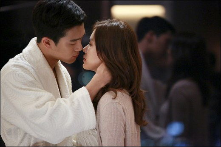 """Ha Seok Jin """"cảm nắng"""" Son Ye Jin trong """"Shark""""."""