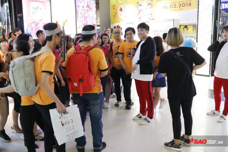 Các fan thích thú khi nhìn thấy chiếc bụng bầu của Trấn Thành.