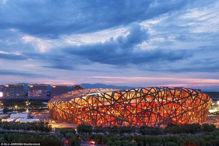 Sân vận động tổ chimtại thủ đô Bắc kinh, Trung Quốc được thiết kế để sử dụng trong suốt Thế vận hội mùa hè và Paralympic 2008. Sân vận động bắt đầu khởi công xây dựng ngày 24/12/2003 và chính thức mở cửa vào ngày 28/6/2008. Thiết kế đặc biệt của công trình này bắt nguồn từ việc nghiên cứu gốm sứ Trung Quốc.Hiện nay, sân vận động là nơi diễn ra các sự kiện thể thao, hòa nhạc và triển lãm.Ảnh:Shutterstock