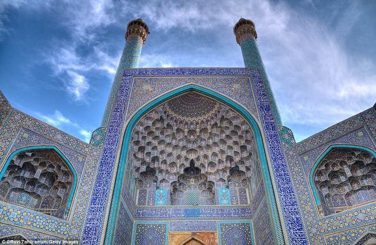 Nhà thờ Hồi giáo Shah nằm ở Isfahan, Iran, được hoàn thành vào năm 1629. Nhà thờ được xây dựng từ cuối thế kỷ 16, đầu thế kỷ 17, bởi vua Abbas I và từng được UNESCO công nhận là di sản Thế giới. Ảnh: Getty Images