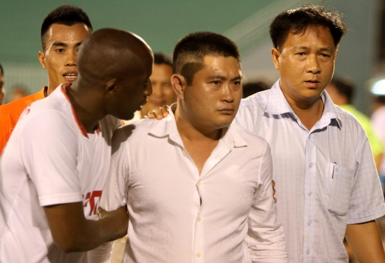 Bầu Thụy bỏ bóng đá vì không chấp nhận được những cái sai của bóng đá Việt Nam. Ảnh: TTVH