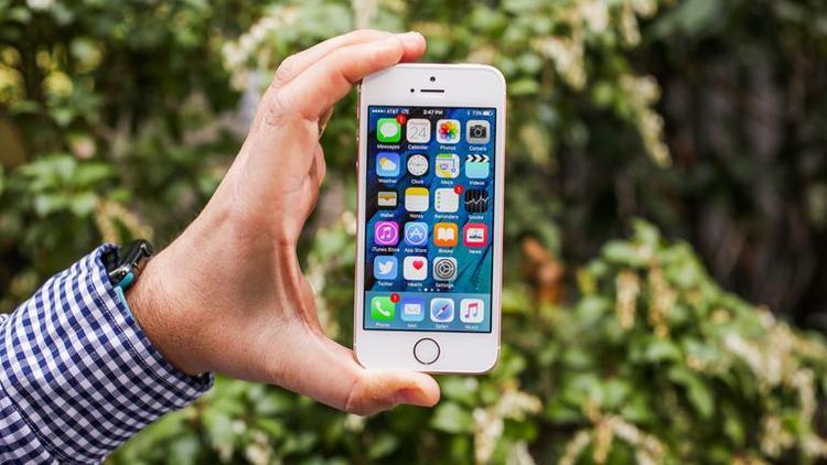 iPhone SE đời đầu ra mắt vào cuối tháng 3 năm 2016.