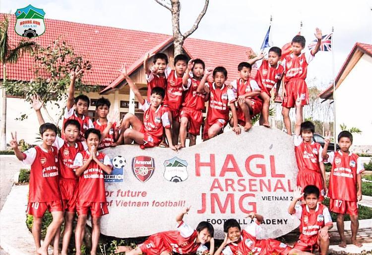Học viện bóng đá HAGL - Arsenal - JMG ra đời từ ý tưởng của HLV Wenger. Ảnh: CLB HAGL