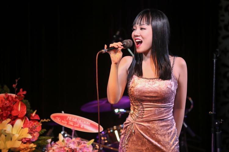 Giọng hát của cô một lần nữa khiến khán giả có mặt phải xốn xang.