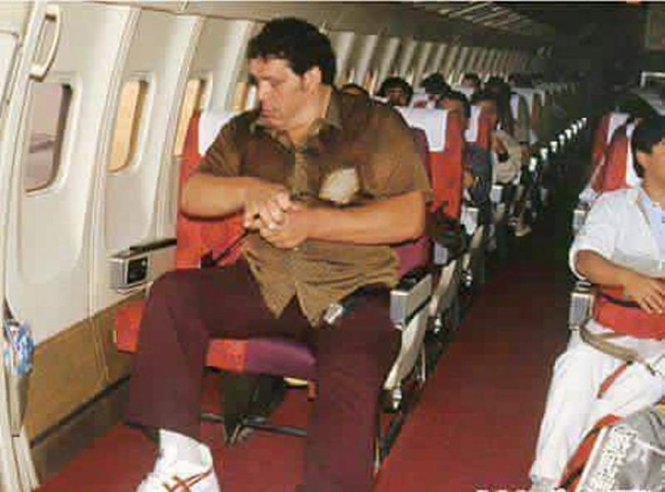 André trên một chuyến bay đến Nhật Bản năm 1980.