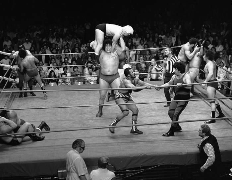 André tham dự WrestleMania năm 1985 - Sự kiện đấu vật hàng năm do World Wrestling Entertainment (WWE) tổ chức. Đây cũng là lần đầu tiên sự kiện này diễn ra.