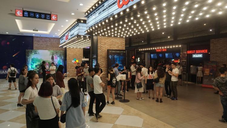 Khán giả Việt nô nức ra rạp thưởng thức tác phẩm. Nguồn: Phê phim.