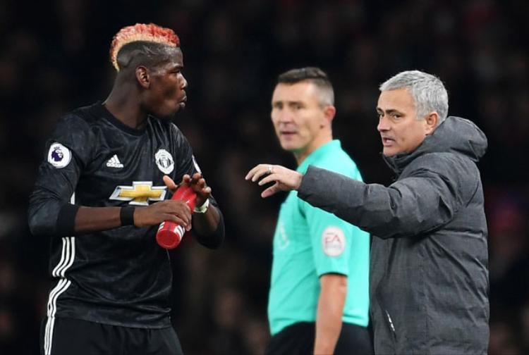 Mối quan hệ giữa Pogba với HLV Mourinho đang ở trong tình trạng căng thẳng.