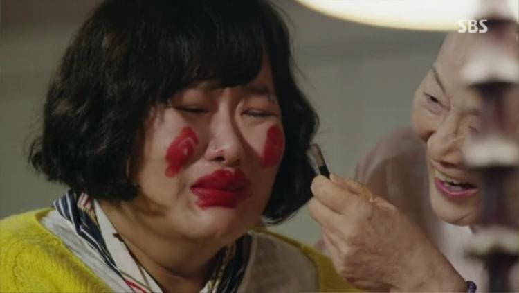 """Nhân vật người vợ mập mạp, xấu xí trong """"Beauty""""."""