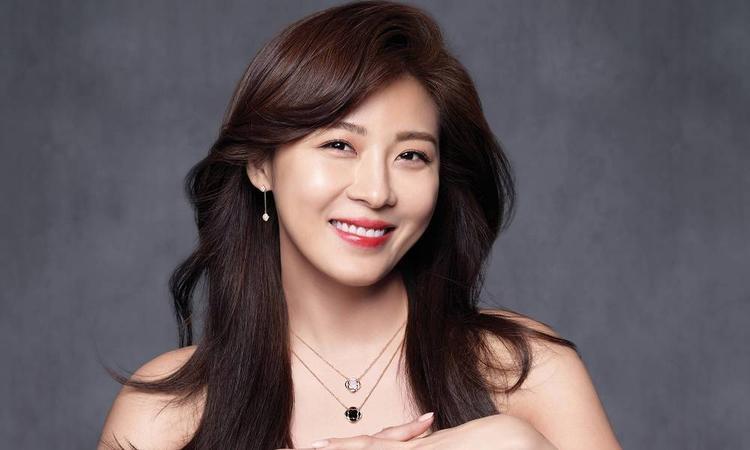 Ha Ji Won.