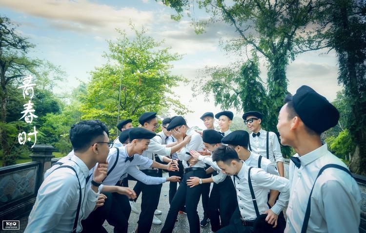 Bộ ảnh được thực hiện tại vịnh Vinh Sơn ở Sầm Sơn và Lam Kinh.