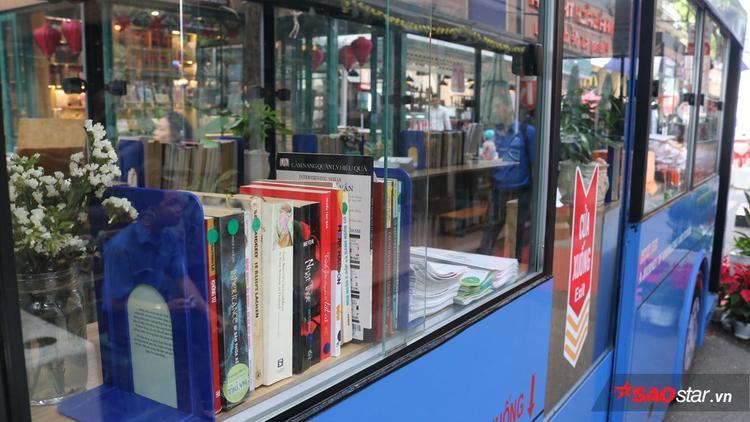Nhiều cuốn sách kinh điển với nhiều chủ đề như Văn học, tiểu thuyết, lịch sử… được trưng bày trong xe buýt.