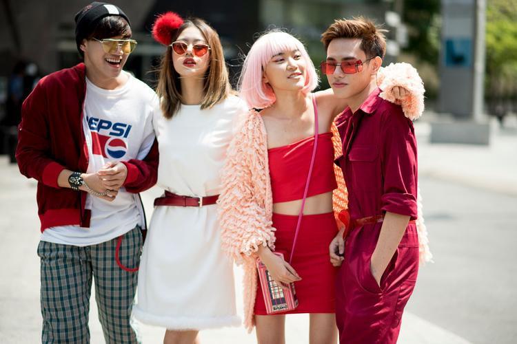 Phong cách futuristic ngẫu hứng được quán quân người mẫu ảnh 2016 Như Đỗ cùng các bạn của mình ưa chuộng.
