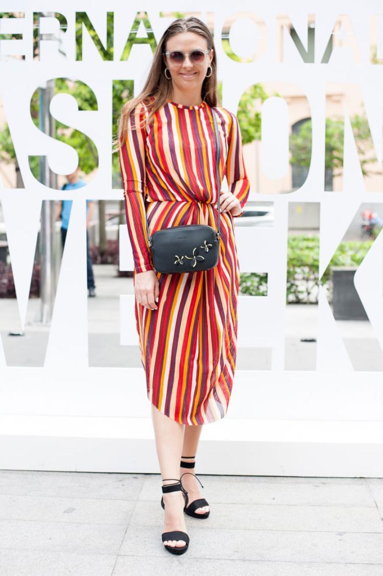"""Fashion blogger đến từ Josephine Helbrandt đến từ Đan Mạch tham gia sự kiện """"The Best Street Style"""" với phong cách nhẹ nhàng. Đặc biệt, túi xác phụ kiện Vascara khiến cho bộ trang phục thêm ấn tượng."""