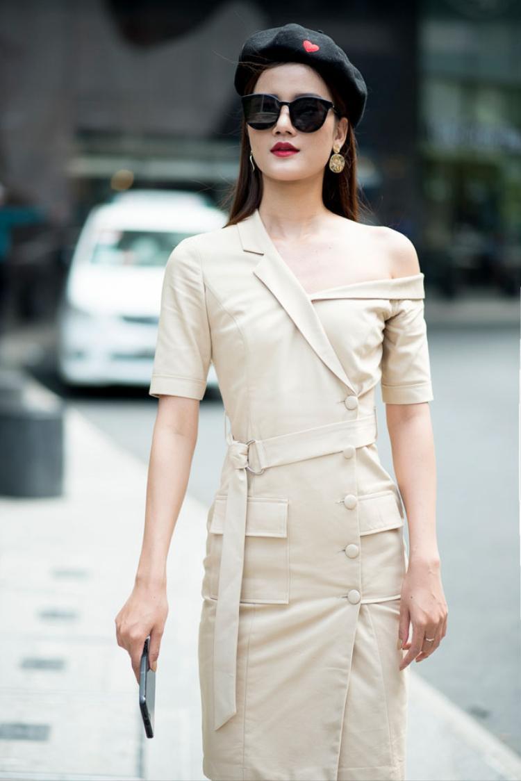 Lối trang điểm nhẹ nhàng của Hương Ly cùng phong cách preppyđã tạo nên một vẻ đẹp cổ điển cho người đẹp.