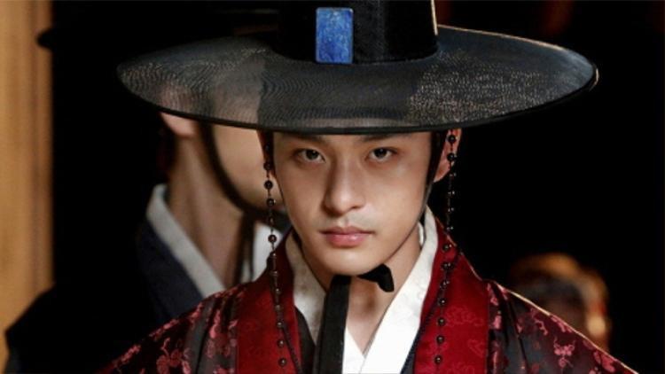 Cố diễn viên Jeon Tae Soo cũng ghi điểm vì đẹp trai.