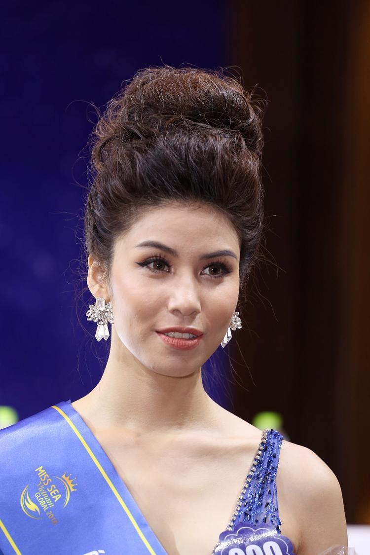 Á hậu 1 Nguyễn Ngọc Huyền.