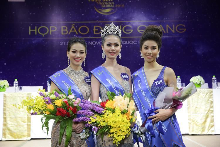 Hoa hậu Biển Việt Nam toàn cầu 2018 bỡ ngỡ, lúng túng khi trả lời truyền thông sau đăng quang