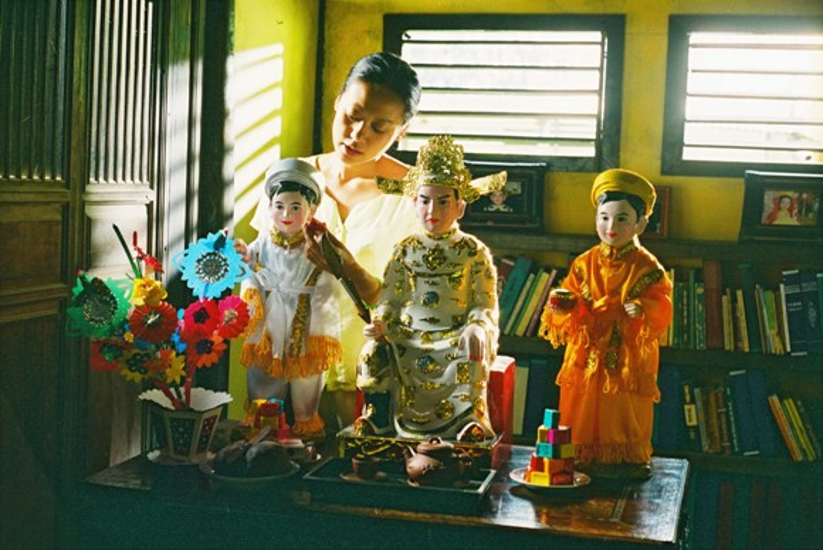 Hàng loạt nàng thơ của điện ảnh Việt Nam được trao chuốt qua sự hóa thân của Hồng Ánh.