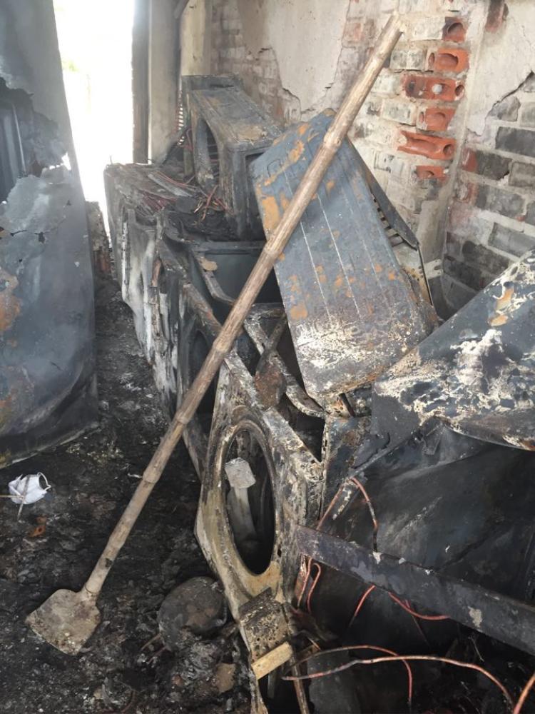 Nhiều vật dụng bên trong bị cháy.
