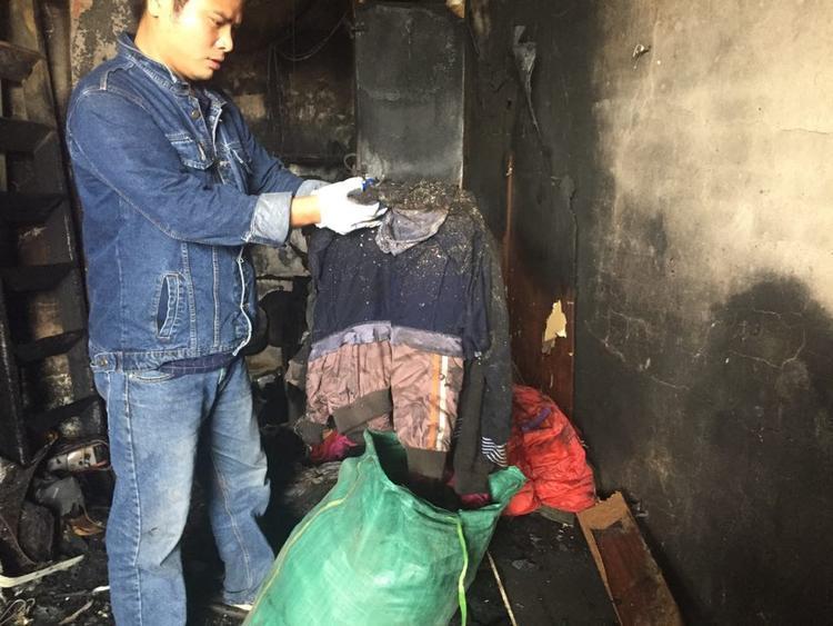 Bên trong ngôi nhà nhiều tài sản bị cháy rụi.