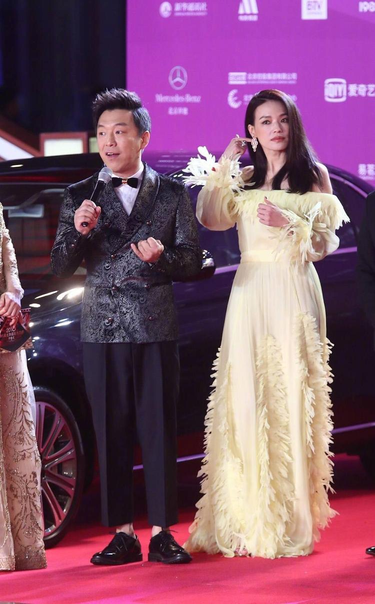 Thảm đỏ LHP Bắc Kinh: Quan Hiểu Đồng, Lâm Duẫn đẹp ngỡ ngàng cạnh đàn chị Thư Kỳ