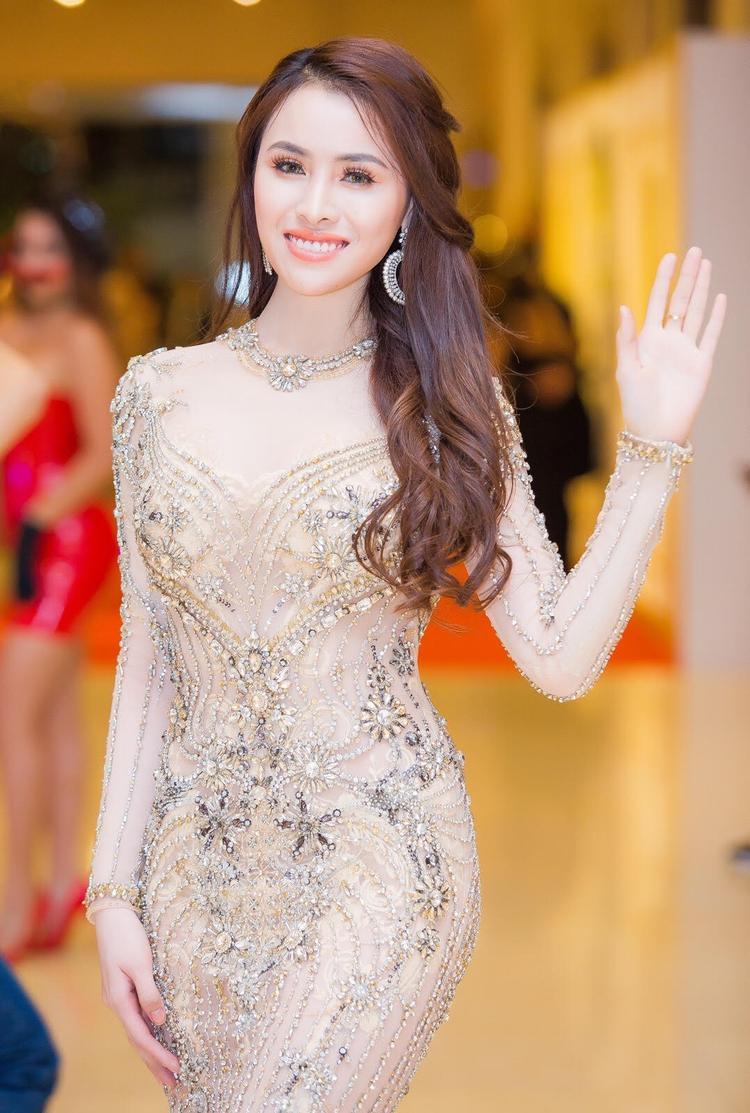 Người đẹp vô danh V-biz và những lần nói tiếng Anh không ai hiểu tại đấu trường sắc đẹp quốc tế