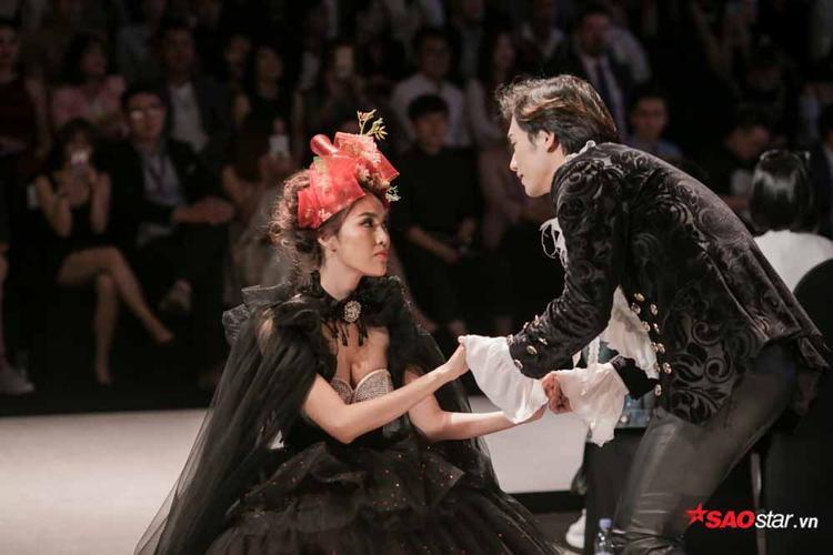 Không chỉ có khả năng catwalk chuyên nghiệp mà giờ đây, trình diễn xuất của Lan Khuê trên sân khấu cũng chuyên nghiệp không kém.