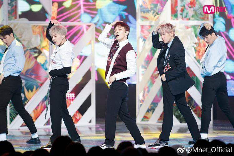 EXO-CBX đang trong quá trình quảng báBlooming Day.