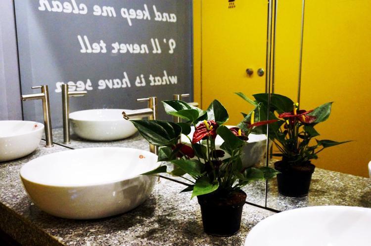 Quên lối về với hostel 'tàu vũ trụ' siêu chất ở Đà Nẵng dịp lễ 30/4